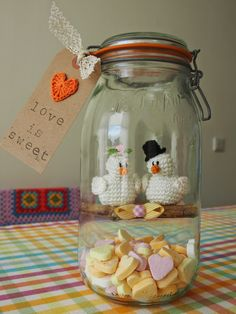Mejuffrouw B: Love is sweet Bridal Gifts, Wedding Gifts, Crochet Birds, Bazaar Ideas, Crochet Wedding, Happy B Day, Happy Summer, Idee Diy, Valentines Diy
