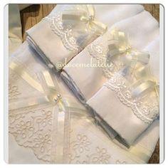 Peças lindas e da melhor qualidade para fazer parte do seu enxoval é aqui na #doceMelAtelie ▃▃▃▃▃▃▃▃▃▃▃▃▃▃▃▃▃▃ ➡️temos : toalha com capuz / toalha fralda / panos de boca / jogo de lençol de berço em renda ou guipir/ capa de carrinho / capa para bebe conforto / toalha para batizado . . ➡️Pedidos e informações: ️Docemelatelie@hotmail.com WhatsApp (11)98171-5466 ▃▃▃▃▃▃▃▃▃▃▃▃▃▃▃▃▃▃ ➡️ Aceitamos PAG SEGURO !!