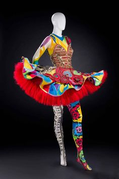 Costume designed by Gianni Versace. (Wallis Annenberg Center for the Performing Arts, Gianni Versace)
