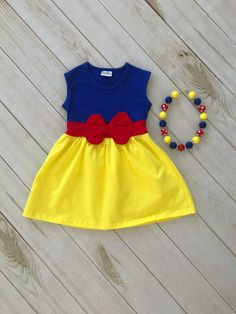 Oh my heavens! If this is not the most precious Snow White Dress EVER, I just dont know what is! It is absolutely PERECT for your little Disney fan! - do NOT forget this dress! Throw it on her for everyday wear, dress up, Baby Dress Design, Baby Girl Dress Patterns, Frock Design, Kids Outfits Girls, Little Girl Dresses, Girl Outfits, Girls Dresses, Kids Girls, Snow White Outfits