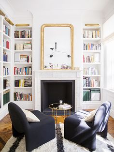 Ali-Cayne-NYC-townhouse-home-Greenwich-Village-dining-room-gallery-wall - Home Decorating Trends - Homedit Living Room Decor, Living Spaces, Living Rooms, Townhouse Designs, Townhouse Interior, Decoration Inspiration, Inspiration Design, Home Libraries, Style At Home