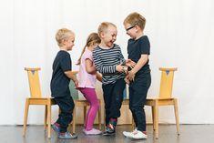 Tutustutaan hauskan liikuntaleikin avulla hedelmiin ja kasviksiin. Sopii 3-7-vuotiaille pienryhmätoiminnaksi tai ryhmäliikunnaksi.  Katso ohjeet ja lisää vinkkejä nettisivuiltamme. Kids Rugs, Decor, Decoration, Kid Friendly Rugs, Decorating, Nursery Rugs, Deco