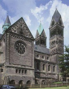 Bytom, kościół Św. Jacka - Encyklopedia PWN Barcelona Cathedral, Building, Travel, Home, Poland, Nun, Viajes, Buildings