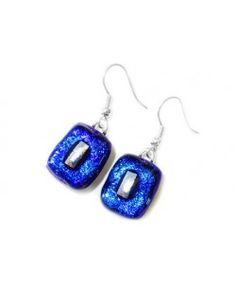 Luxe handgemaakte oorbellen van blauw en zilver dichroide glas!