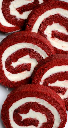 Red Velvet Cake Roll - Confessions of a Confectionista It's official. Cake rolls are the easiest, fanciest dessert to make. I mean, just take a look at this red velvet cake roll. Would you beli. Red Velvet Desserts, Red Velvet Recipes, Desserts To Make, Christmas Desserts, Christmas Treats, Christmas Baking, Cake Roll Recipes, Dessert Recipes, Red Velvet Cake Roll