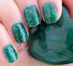 Green manicure, nail art, Nail design