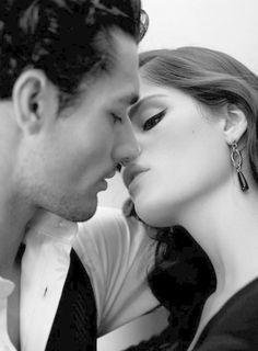 Quero escrever-te um poema que tenha um sentido claro como o que os teus olhos me disseram. Poderia ser um poema de amor, tão breve como o instante em que me deixaste ver os teus olhos. Mas o que os olhos dizem não cabe num poema, nem eu sei como se diz o amor que só os olhos conhecem.  ((Nuno Júdice))
