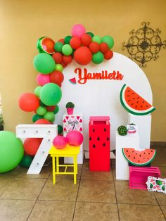 Decoración mesa principal sandias, sandía Deco Watermelon Birthday Parties, Watermelon Baby, Fruit Birthday, First Birthday Party Themes, Girl Birthday, Christmas Balloons, Ideas Para Fiestas, Balloon Bouquet, Baby Party