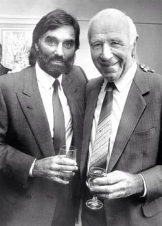 George Best and Sir Matt Busby - two smashing gents . cheers for the memories… Manchester United Images, Manchester United Legends, Manchester United Football, Man Utd Squad, Man Utd Fc, Retro Football, Football Team, Football Pics, Football Stuff
