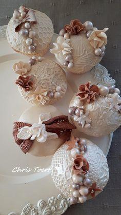 Vintage cupcakes by Chris Toert