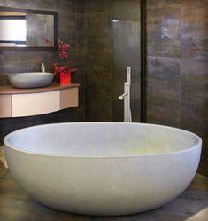1000 images about salle de bain on pinterest du bois for Baignoire ilot petit format