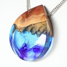 Flip it upside down and you can see some lovely mountains in there! Wooden Necklace, Resin Necklace, Wooden Jewelry, Resin Jewelry, Jewelry Crafts, Jewelry Art, Jewelry Design, Wood Resin, Resin Art