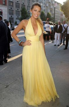 Blake Lively – Best Red Carpet Looks Blake Lively, Bridesmaid Dresses, Prom Dresses, Formal Dresses, Dress Skirt, Dress Up, Yellow Clothes, Fashion Designer, Red Carpet Looks