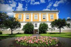 Törnävä i.e. Östermyra manor, Törnävä, Seinäjoki, Finland | Östermyran eli Törnävän kartano | http://www.ilkka.fi/uutiset/kulttuuri/kaupungin-kaunein-avasi-ovensa-kes%C3%A4ksi-1.1853078 | Photo: Matti Hautalahti | https://fi.wikipedia.org/wiki/T%C3%B6rn%C3%A4v%C3%A4n_kartano
