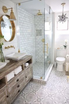Beautiful master bathroom decor tips. Modern Farmhouse, Rustic Modern, Classic, light and airy master bathroom design suggestions. Bathroom makeover tips and master bathroom remodel some ideas. Bathroom Design Small, Bathroom Interior Design, Modern Bathroom, Vanity Bathroom, White Bathroom, Bathroom Marble, Master Bathrooms, Restroom Design, Master Baths