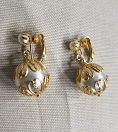 Vintage Jewelry Signed Sarah Coventry Faux Pearl Dangle Drop Clip Earrings Vtg #SarahCoventry #dropDangle