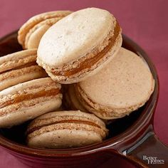 The light, airy texture of these delicate macarons is wonderfully accented by the warmth of pumpkin spice, and rich pumpkin butter. And at only 65 calories each, these tasty treats are the perfect guilt-free way to satisfy a sweet tooth! Just Desserts, Delicious Desserts, Dessert Recipes, Yummy Food, Dessert Healthy, Pumpkin Butter, Pumpkin Spice, Spiced Pumpkin, Pumpkin Recipes