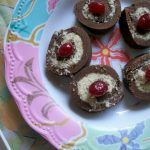 Chocolate Roll with Sweet Coconut Filling for New Year – 2012 - Yummy Tummy Low Fat Chocolate, Healthy Chocolate Chip Cookies, Chocolate Roll, Chocolate Mousse Recipe, Chocolate Banana Bread, Chocolate Recipes, Coconut Flan, Coconut Pudding, Pudding Recipe