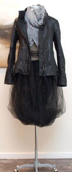 rundholz black label - Lederjacke schwarz - Winter 2013.  Kristen Stewart would look great in this with her hair up.