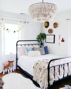 Modern And Minimalist Bedroom Design Ideas Minimalistic interior design style is getting more popular today. Minimalism means simple and basic, without utilizing a lot of ornaments … Dream Rooms, Dream Bedroom, Master Bedroom, Bedroom Girls, Master Suite, Girl Rooms, Cozy Bedroom, Bedroom Decor, Modern Bedroom