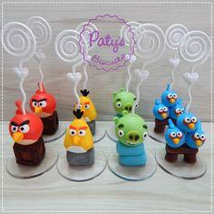 Porta recados Angry Birds, com diversos personagens e modelos. <br> <br>Produto sob encomenda. Valor unitário. <br>Material: biscuit; base acrílica redonda; espiral plástica para recados. Altura aproximada: 5cm + espiral. <br> <br>Antes de encomendar, não esqueça de conferir as políticas da loja (http://www.elo7.com.br/patysbiscuit/politicas ), e de entrar em contato para consultar disponibilidade na agenda!