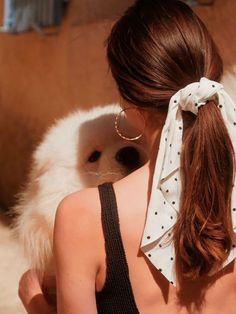 headband hairstyles Scrunchie is back x Other Stories Bandana Hairstyles, Summer Hairstyles, Pretty Hairstyles, Easy Hairstyle, Casual Hairstyles, Wedding Hairstyle, Hair Wedding, Prom Hair, Hair Scarf Styles
