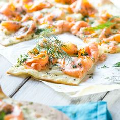 From hearty to sweet: 10 crispy Tarte Flambée favorites Monday with salmon, Tuesday with goat& cheese and Wednesday& classic … with these 10 ideas for crispy tarte flambée the crispy flatbread is never boring. Quiches, Low Carb Flammkuchen, Mexican Dinner Recipes, Baked Pumpkin, Pumpkin Dessert, Food Diary, Tzatziki, Easy Snacks, Food Inspiration