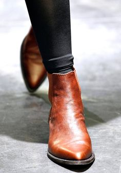 Leather pointed toe short boots