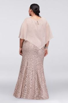 Long Lace Plus Size Mother of Bride/Groom Dress with Beaded Capelet Style This plus size lace column dress has just a hint of flare at the hemline for Mother Of The Bride Trouser Suits, Mother Of The Bride Jackets, Mother Of The Bride Plus Size, Mother Of The Bride Gown, Mother Bride, Plus Size Retro Dresses, Bride Groom Dress, Bride Dresses, Hippie Dresses