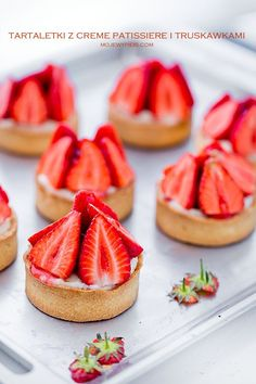 Tartlets with creme patissiere and strawberries My pastries Fruit Recipes, Sweet Recipes, Cake Recipes, Sweet Pie, Food Cakes, I Foods, Cravings, Strawberry, Food And Drink