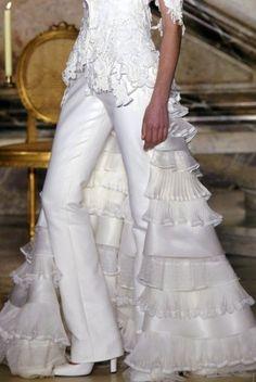 White wedding dress with pants Patricia de Melo