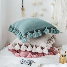 33 Lovely Cute Pillows Designs Ideas - There are many different kinds of pillows. But there is only one brand of pillows that helps a scared child to sleep. Pillow head cushions are similar. Diy Cushion Covers, Knitted Cushion Covers, Knitted Cushions, Throw Cushions, Decorative Pillow Covers, Throw Pillow Covers, Cushion Cover Designs, Pillow Cases, White Throw Pillows