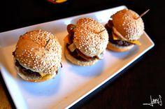 #Mini #Burgers Mini Burgers, Hamburger, Cravings, Food Photography, Ethnic Recipes, Party, Mini Hamburgers, Hamburgers, Receptions
