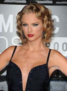 Taylor Swift goes old Hollywood glam