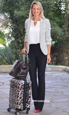 Look de trabalho - look do dia - look corporativo - moda no trabalho - work outfit - office outfit - fall outfit - look executiva - look de outono - meia estação - calça flare preta - black and white - stripes blazer - Blazer listrado - flare planta - scarpin vermelho - red shoes