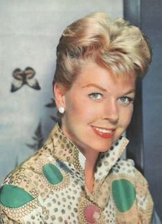 For more Doris pics and info, and all about my adventures at her Birthday Party, visit my website! Doris Day Movies, Old Movie Stars, Actrices Hollywood, Lucille Ball, Look Alike, Girl Next Door, Classic Movies, Famous Faces, Dory