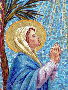 Mosaic Tile Designs-custom mosaics and how to information with helpful links and inspiration Tile Art, Mosaic Art, Mosaic Glass, Stained Glass, Christmas Mosaics, Christmas Tree, Free Mosaic Patterns, Compound Wall Design, Mosaic Tile Designs