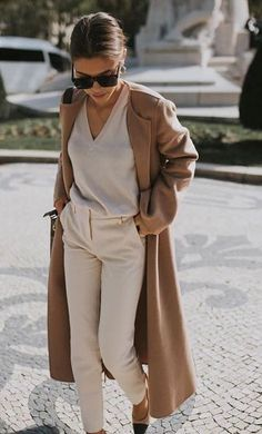 What is winter without a good old camel coat or wool-blend camel blazer? Get inspired by this season's camel trends that will never go out of style. Chic Womens Fashion, Mom Fashion, Spring Fashion, Office Fashion, Everyday Fashion, Fashion Mode, Autumn Winter Fashion, Fashion Looks, Fashion Trends