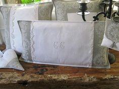 réf 586. Coussin toile à matelas médaillon Monogramme dentelle linge et tissus anciens