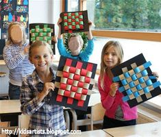 Kids Artists: Wavy weaving I think this would be a good project to practice using a ruler, measuring accurately, and cutting straight.Made by students of grade 3 You need: paper strips in two colours, 4 x about 50 cm black cardbaord scissors glue pri Paper Weaving, Weaving Art, Weaving Patterns, Artists For Kids, Art For Kids, Kid Art, Classe D'art, 4th Grade Art, Grade 3