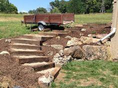 gartentreppe selber bauen ideen holzbalken kies mulch