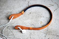 イヤホンでスマートホンや携帯音楽プレイヤーを使用する際の首と