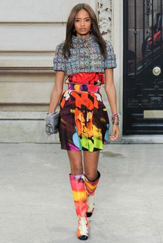 See all the Collection photos from Chanel Spring/Summer 2015 Ready-To-Wear now on British Vogue Fashion Week Paris, Runway Fashion, High Fashion, Fashion Show, Fashion Design, Fashion 2015, Womens Fashion, Chanel 2015, Chanel Paris