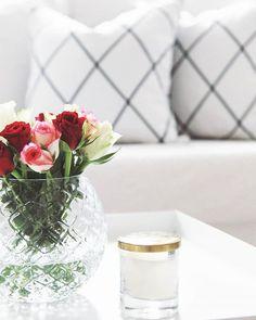 // Livingroom, white home, white interior, skandinavian interior, roses, golden details, haytray, hm home// #interiorinspiration #interior4all #olohuone #hmhome #plantagensuomi #clasohlson #haytray #haycopenhagen #ikea #ihanaaollakotona #etuovisisustus #oikotiesisustus #sisustusinspiraatio #sisustus #olohuone #livingroominspo #omakoti #interiores #whitehome #Roses #kotona #skandinaviskehjem #skandinaviskehjem #inspiroivakoti #interior123 #details  #flowers