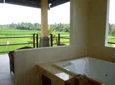 Villa Satori-Luxury 3 BR Villa-10m Stroll to Ubud in Ubud