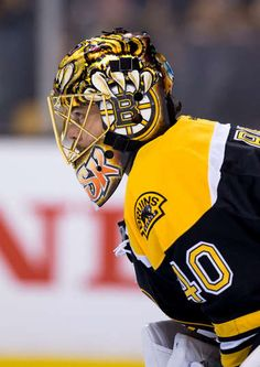 BOSTON, MA - NOVEMBER 22: Tuukka Rask #40 of the Boston Bruins tends goal against the St. Louis Blues during the second period at TD Garden on November 22, 2016 in Boston, Massachusetts. The Blues won 4-2. (Photo by Rich Gagnon/Getty Images)