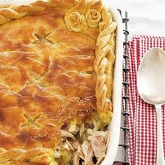 Hierdie maklik hoenderpastei is nie net vinnig om voor te berei nie, maar sal sommer ook jou sak pas. Chicke Recipes, Best Chicken Recipes, My Recipes, Baking Recipes, Favorite Recipes, South African Dishes, South African Recipes, Chicken And Mushroom Pie, Chicken Pasta