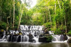 Wodospad Sam Lan Waterfall, Park Narodowy Namtok Sam Lan, Prowincja Saraburi, Tajlandia, Drzewa, Las