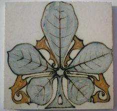 Plateelbakkerij De Distel -  Art Nouveau tile with decor of chestnut leaf - Catawiki