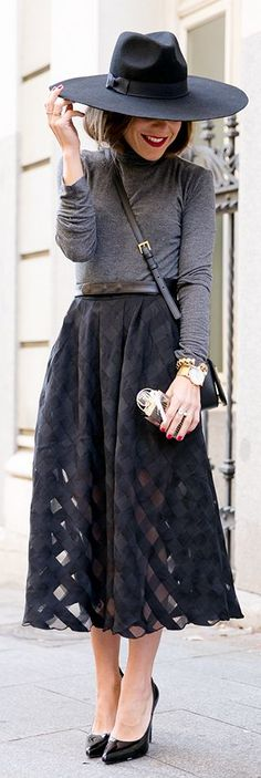 This outfit fits my personality.gray and black street style Looks Style, Style Me, Black Style, Look Fashion, Womens Fashion, Ladies Fashion, Skirt Fashion, Fashion Beauty, Look Street Style